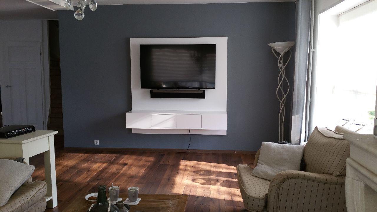 Zwevend tv meubel met led licht meeldijk meubelmakerij for Tv meubel kleine ruimte