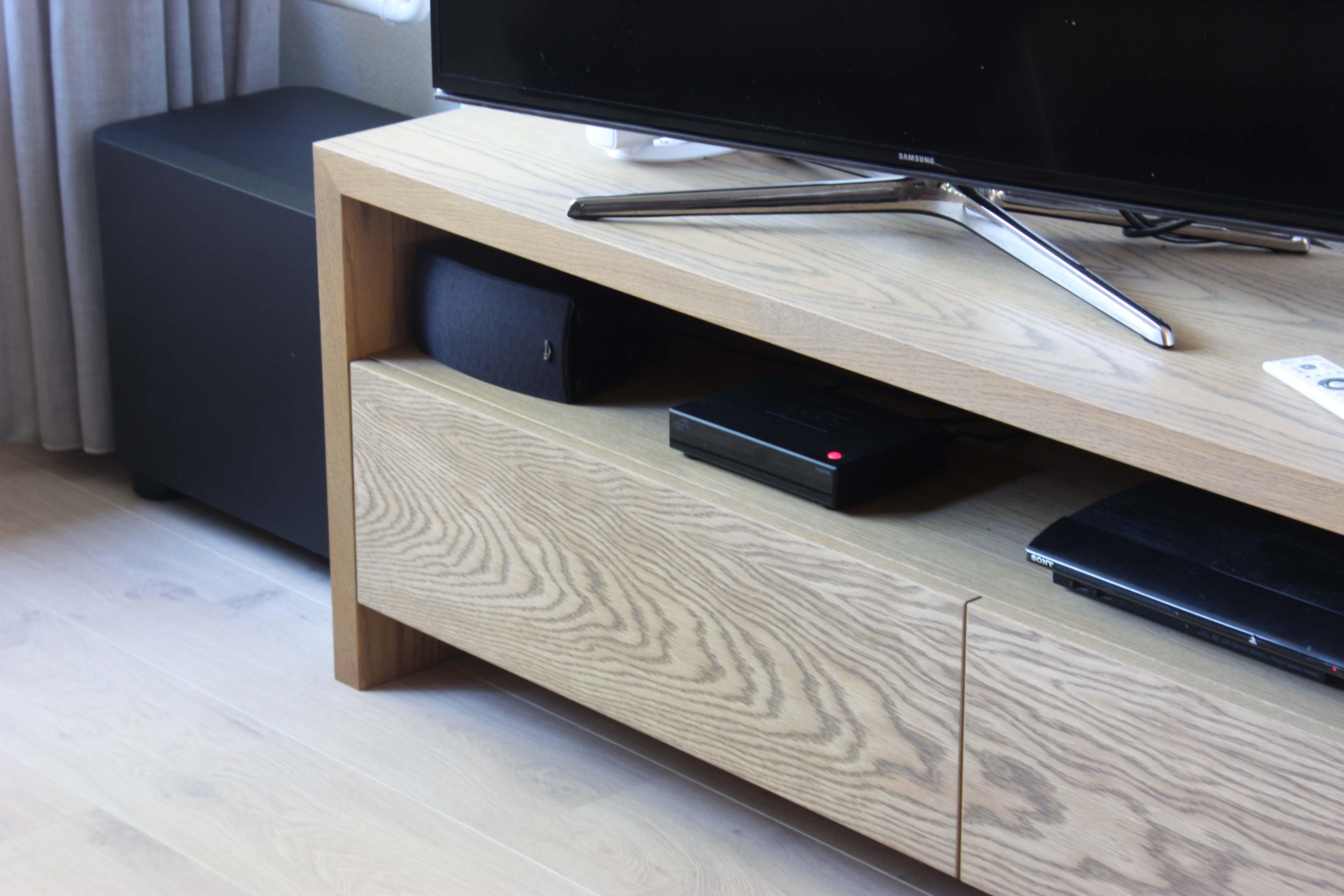 Tv meubel eiken grey meeldijk meubelmakerij for Eiken tv meubel