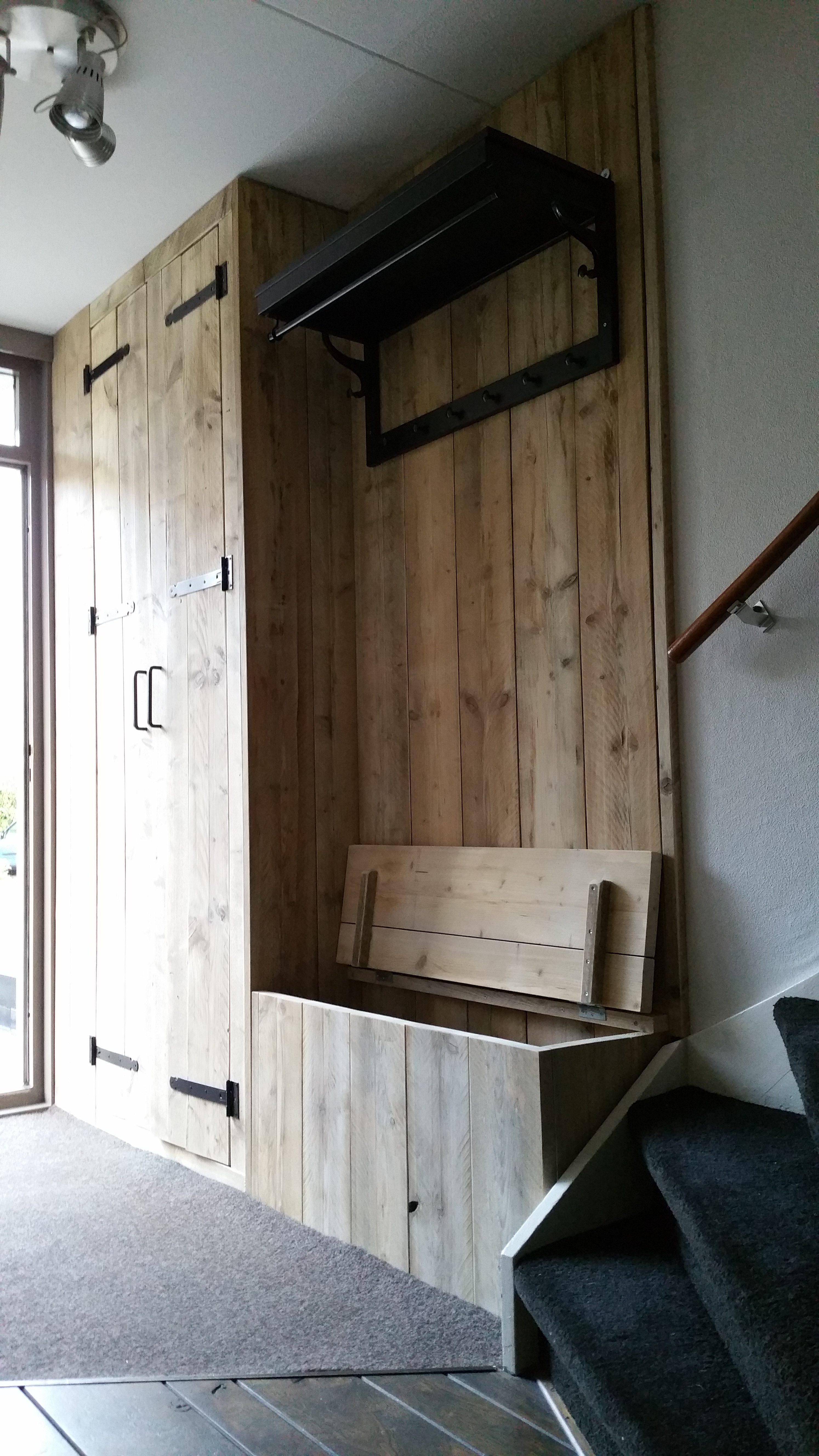 Garderobe inrichting gebruikt steigerhout